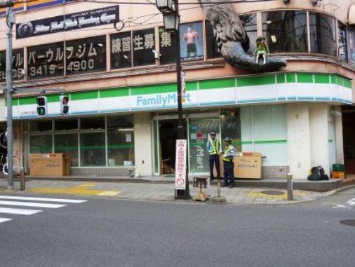 コンビ二:ファミリーマート 太子堂三丁目店 500m