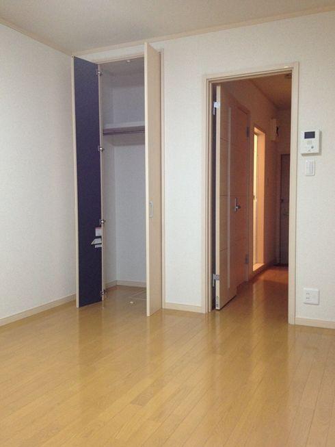 7.7帖のお部屋は快適そのもの。収納も中に入れる程です。