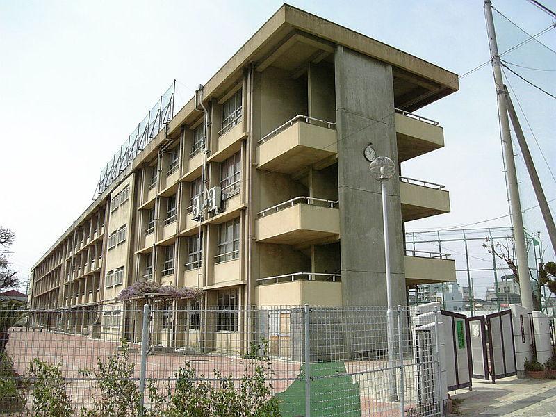 中学校:八尾市立龍華中学校 631m 近隣