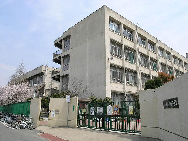 小学校:八尾市立曙川東小学校 630m 近隣