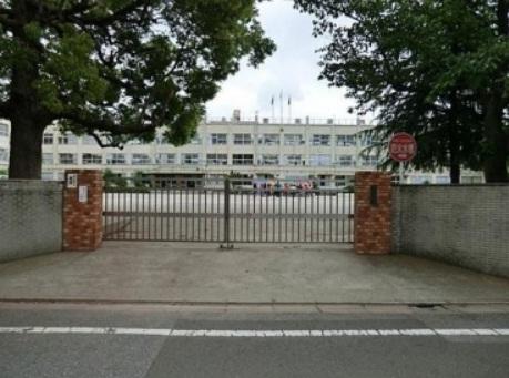 小学校:足立区立 北鹿浜小学校 948m
