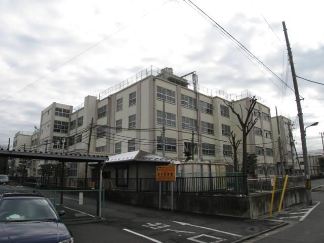 中学校:足立区立 江北中学校 987m
