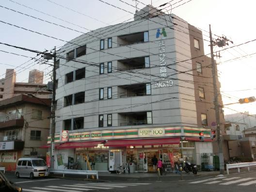 コンビ二:ローソンストア100 足立鹿浜店 82m