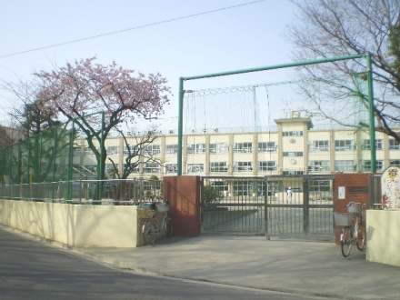 小学校:足立区立 鹿浜第一小学校 677m