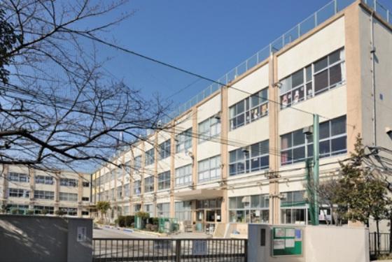 小学校:足立区立 西伊興小学校 823m