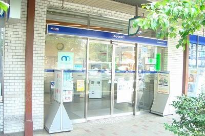 銀行:みずほ銀行出町支店 414m