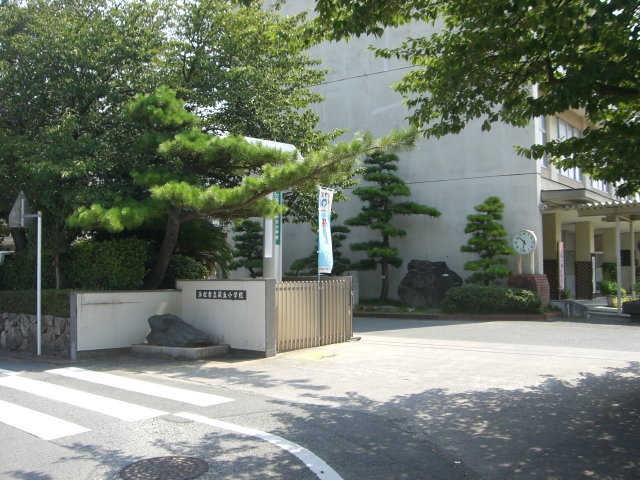 小学校:浜松市立萩丘小学校 874m