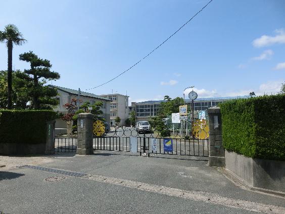 小学校:浜松市立広沢小学校 1871m