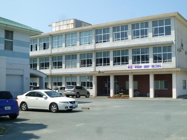 中学校:浜松市立曳馬中学校 519m