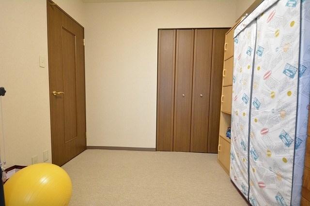 北側のお部屋はじゅうたん貼りとなっています。