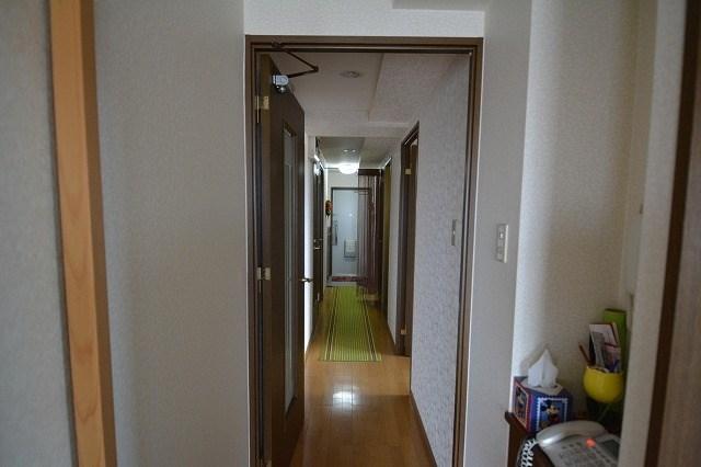 廊下もフローリングです