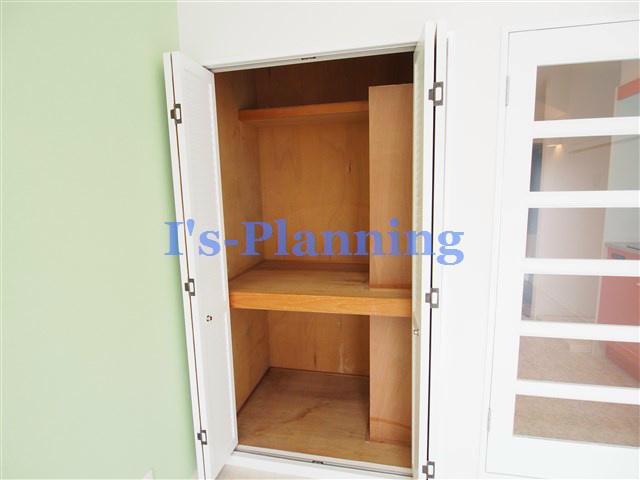 中断と枕棚の有る収納