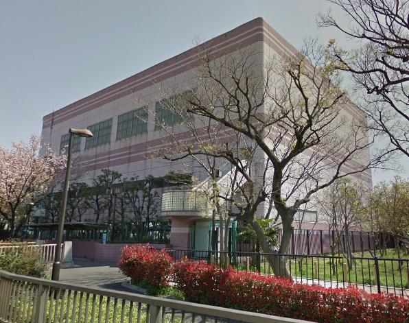 図書館:足立区立江北図書館 679m