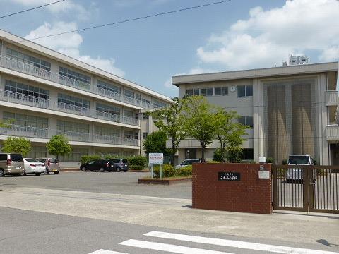 小学校:安城市立二本木小学校 980m