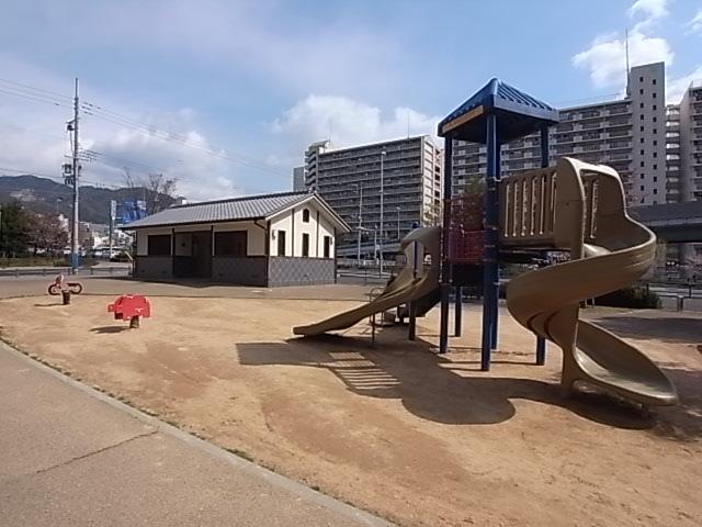 公園:生田公園 593m