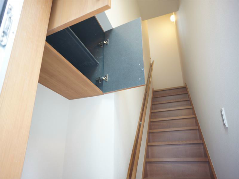 階段を上ってリビングへ