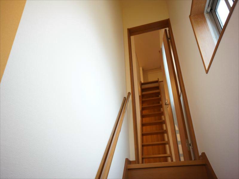 階段にも窓があります。