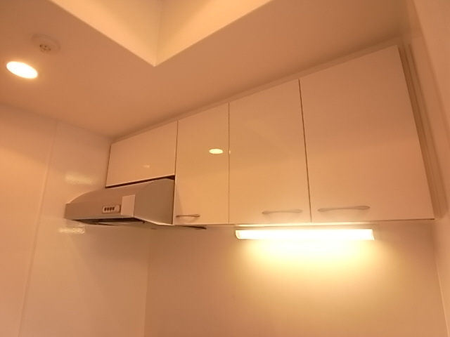 もちろんキッチン上部も戸棚付いております