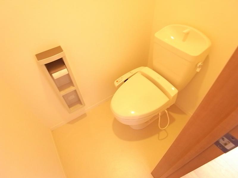 温水暖房便座付きトイレ^^
