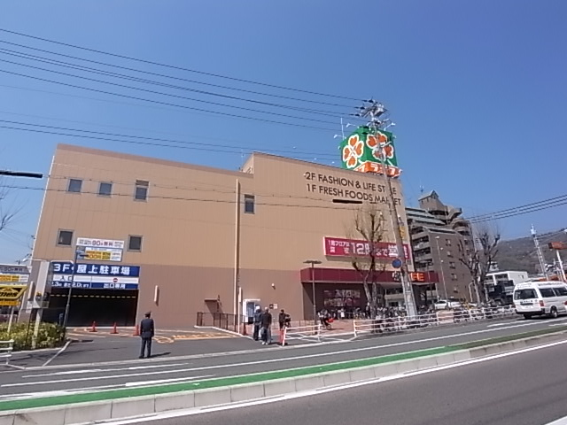 スーパー:ライフ本山店 582m 近隣