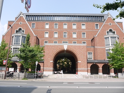 大学・短大:私立同志社大学烏丸キャンパス 2456m