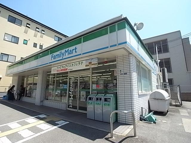 コンビ二:ファミリーマート 神鉄谷上駅前店 305m 近隣