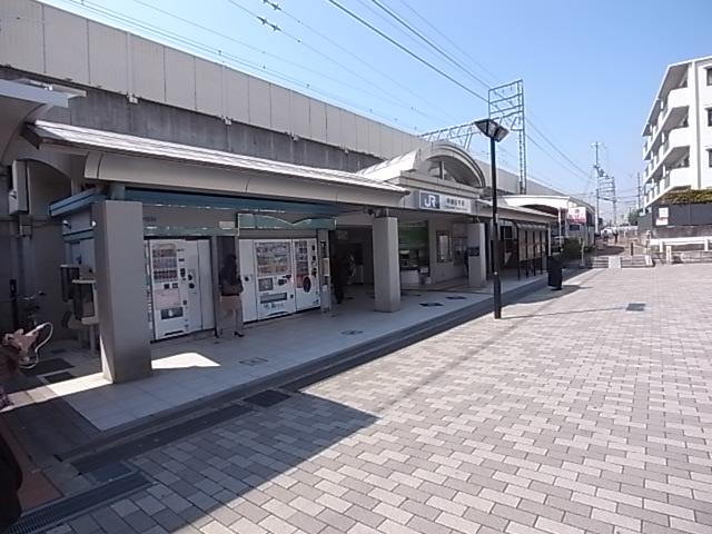 駅:JR東海道本線甲南山手駅 215m