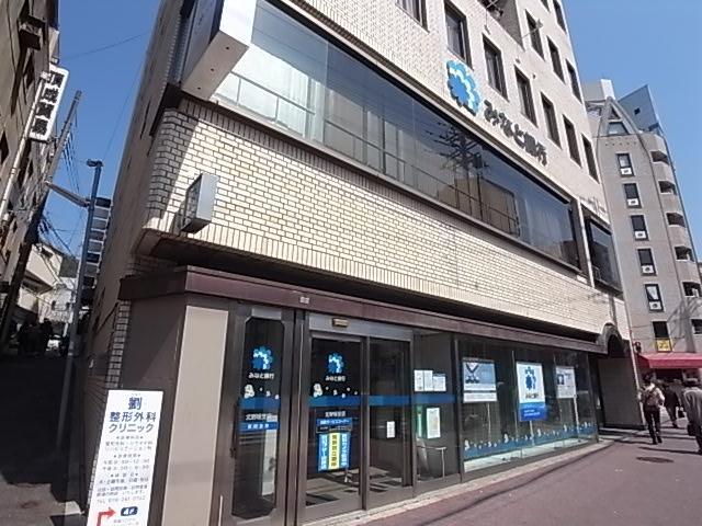 銀行:みなと銀行 181m