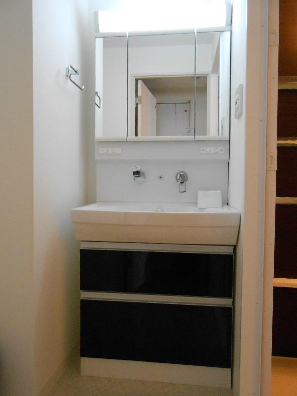 収納もしっかりある洗面台です。