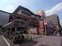 ショッピング施設:ドン・キホーテ 中川山王店 413m 近隣