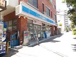 コンビ二:ローソン 月見山本町店 375m