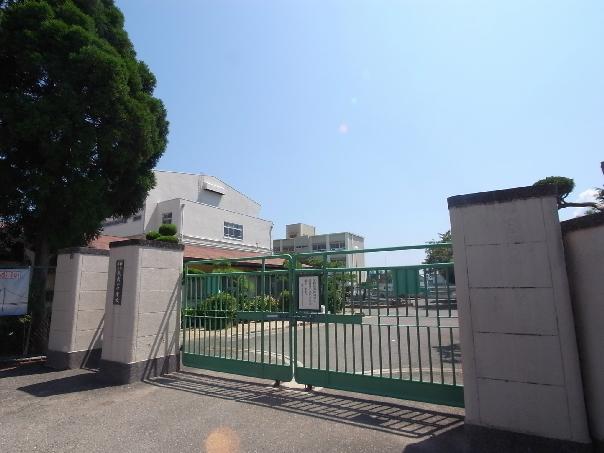 中学校:神戸市立歌敷山中学校 1172m