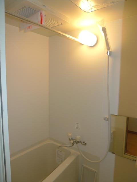 シンプルだけど落ち着く雰囲気のバスルームです