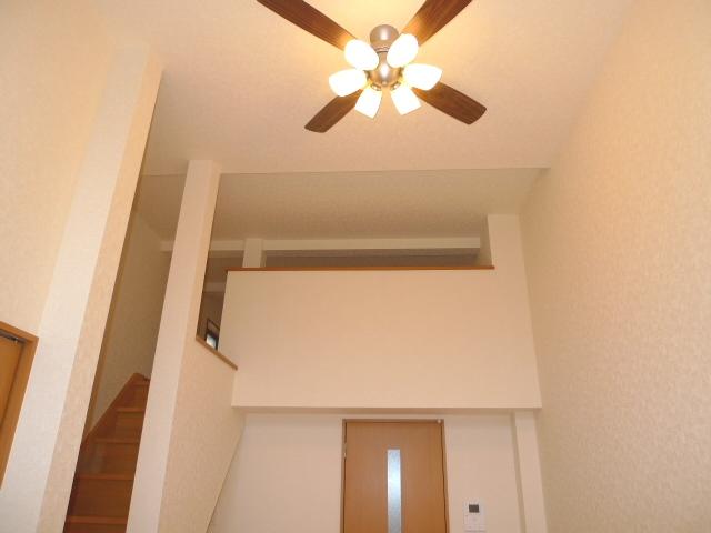 ロフト付で天井が高く開放感がアップしますね♪