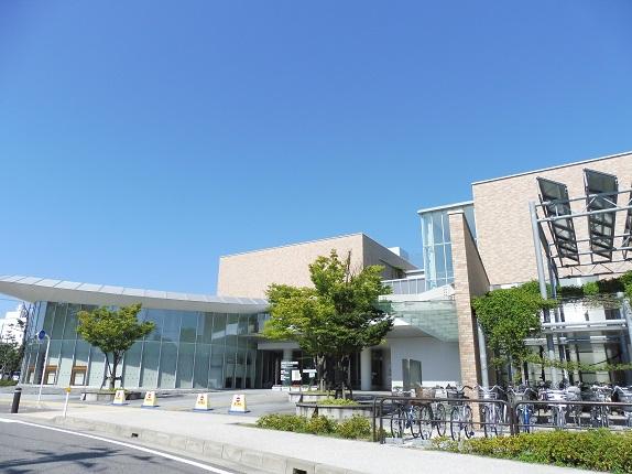 図書館:新潟市立中央図書館 1127m