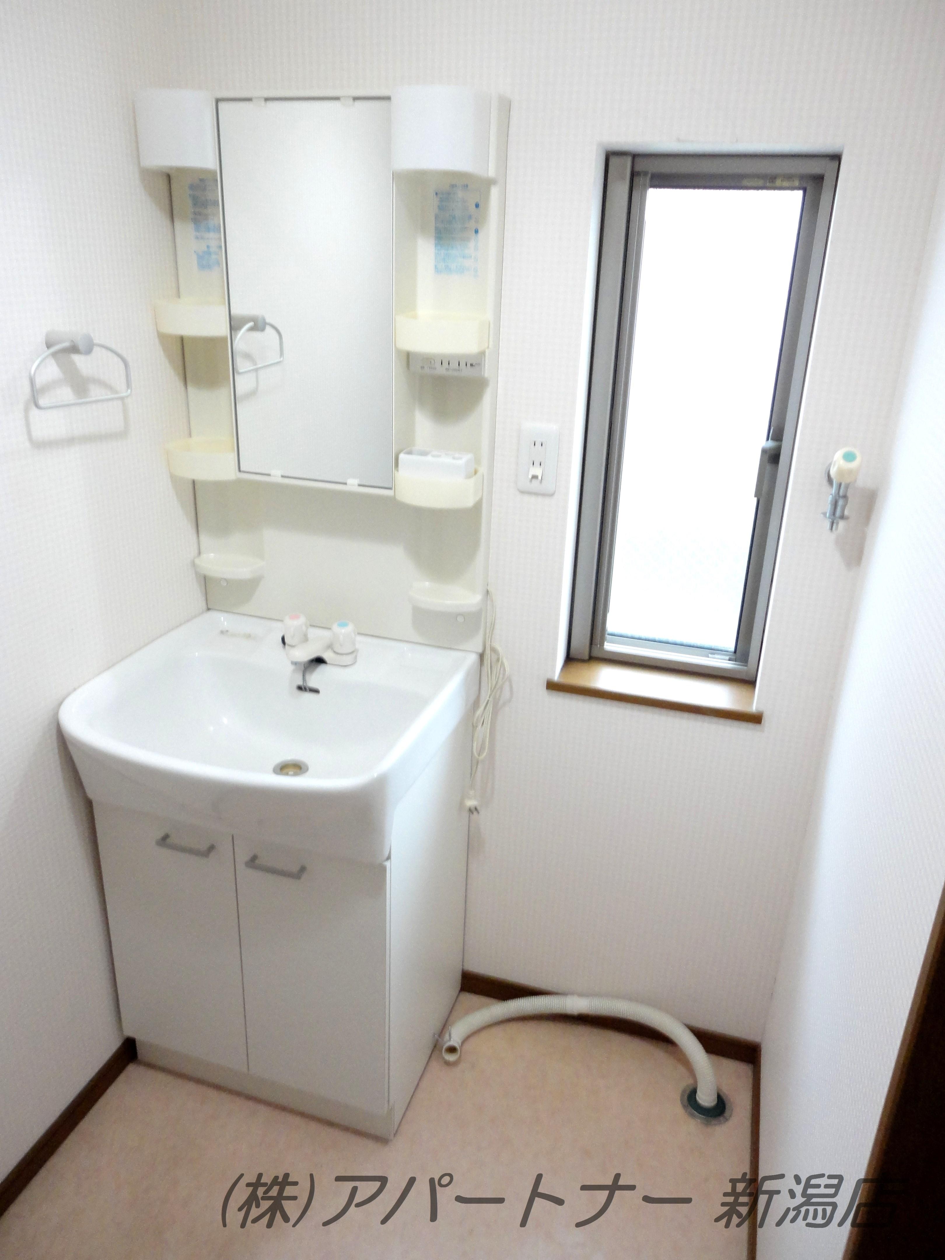 洗面所も2階です。洗面台完備。