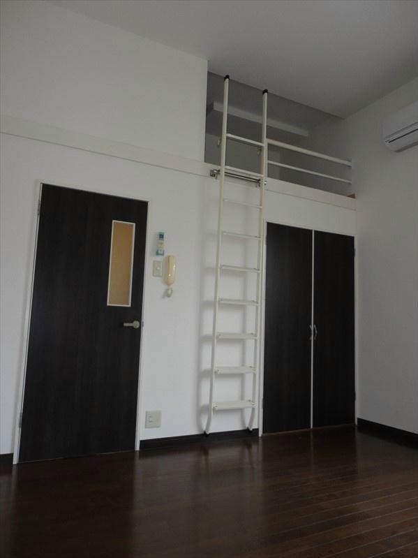 シックな色合いの洋室です。お客様のお好きなお部屋へ色付けください。