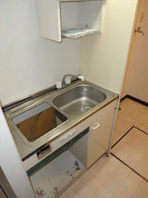 IHコンロ(1口)、ミニ冷蔵庫が付きます。