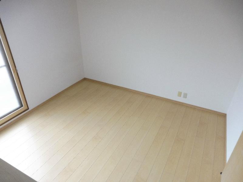 ロフト収納がある分お部屋を広々使えます。
