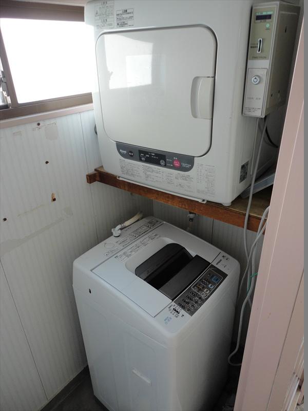 共同洗濯機、乾燥機あり。