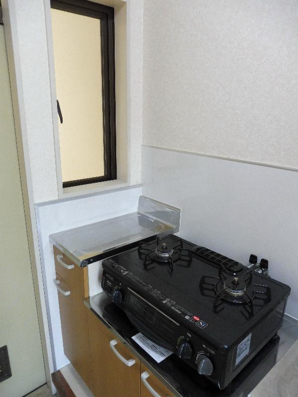 換気等に便利な窓付きキッチン