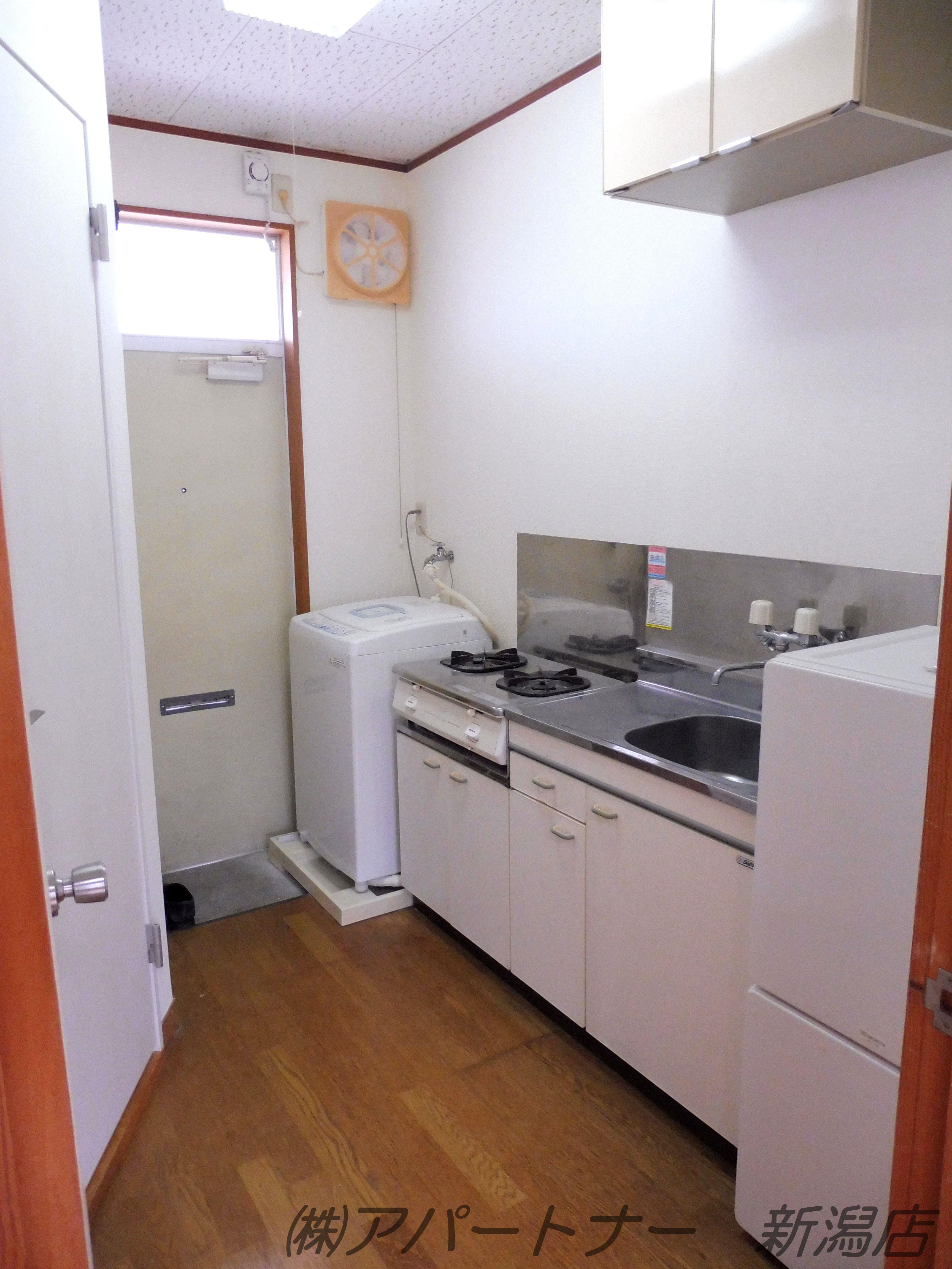 冷蔵庫、洗濯機、ガスコンロ完備
