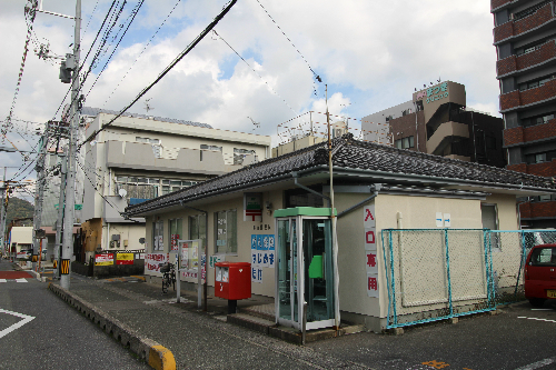 郵便局:勝山郵便局 711m