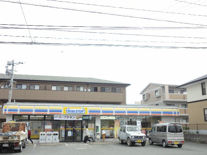 コンビ二:ミニストップ 新宮下府店 663m