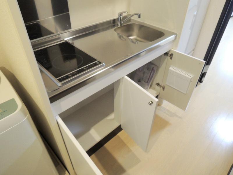 キッチンには電気2口コンロが設置済みです
