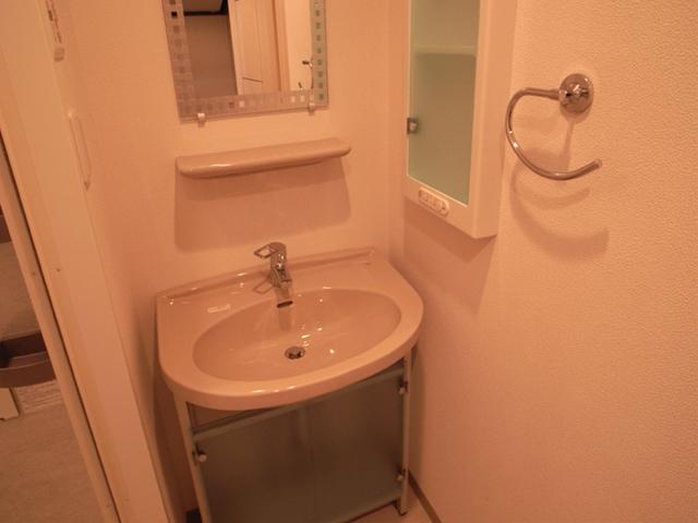 人気の独立洗面台。収納スペースもしっかりあって、使い勝手いいです。