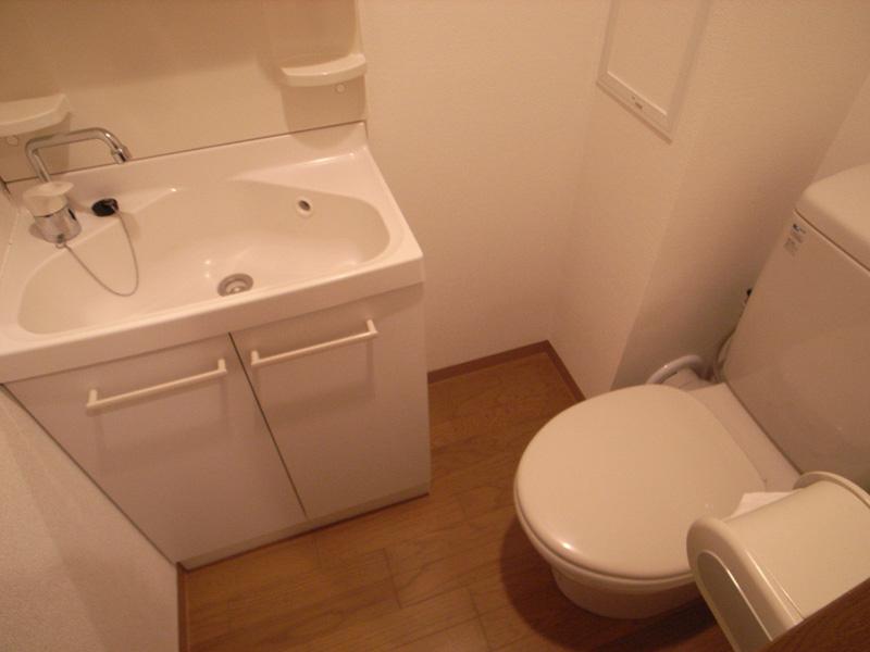 人気の独立洗面台完備で身支度便利。
