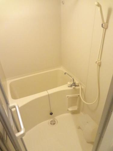 清潔感あるバスルーム。