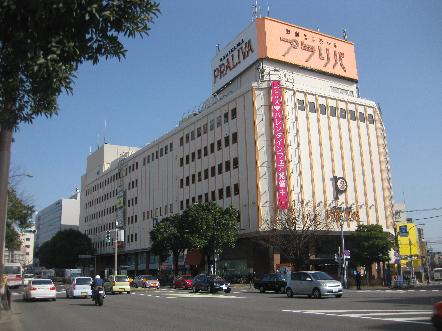 ショッピング施設:西新エルモールプラリバ 1062m 近隣