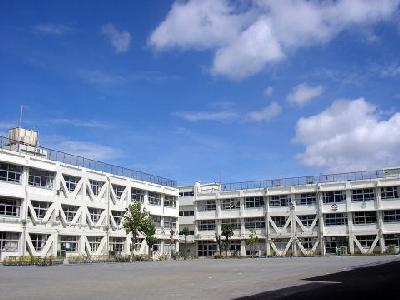 小学校:山野小学校 359m